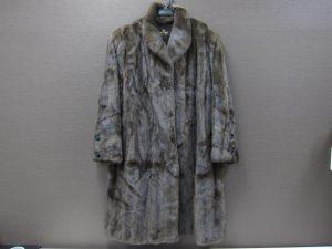 毛皮サガミンクハーフコート買取いたしました。