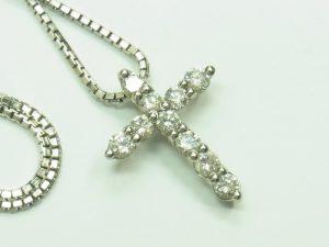 ダイヤモンドクロスネックレス買取させて頂きました。ダイヤ1.5CT