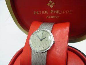 パテック・フィリップ カラトラバレディース 3338G WGホワイトゴールド無垢 アーカイブなし買取いたしました。