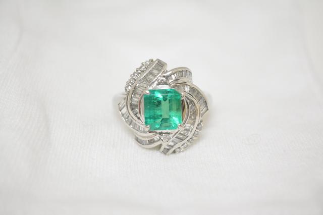 小さい高品質エメラルドダイヤリング古いジュエリー宝石高価買取