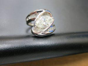 ファンシーカットマーキスカットダイヤリングpt900プラチナ10.8g主石1.33ct脇石0.56ctカラット買取いたしました。