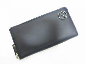 グッチGGスタッズ付きラウンドジップ長財布カーフ素材紺色買取いたしました。