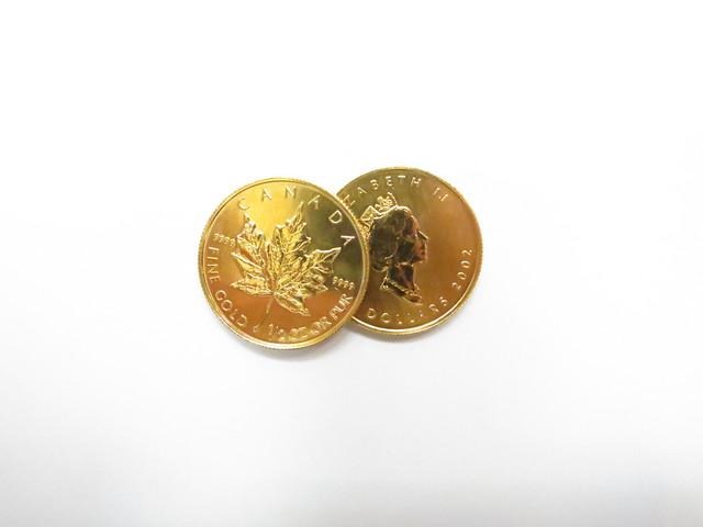 K24金メープルリーフ金貨1/2オンス2枚 総重量31.1g買取いたしました。