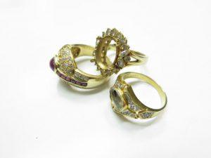 K18金石の取れたリングなど16.8gメレダイヤ2カラット付き買取いたしました。