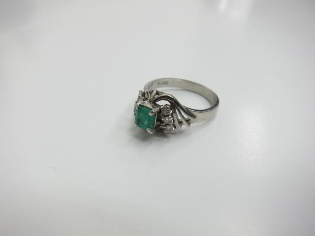 エメラルドダイヤプラチナリングPt850/6g買取りいたしました。