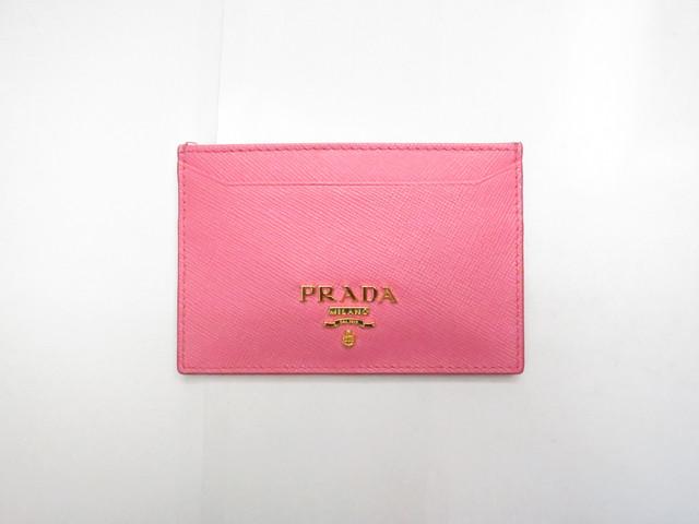 プラダ サフィアノメタル カードケース ジェラニオ(ピンク)1M0208買取いたしました。