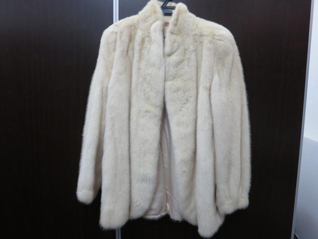 毛皮サガミンク ショートコート 白色 買取いたしました。