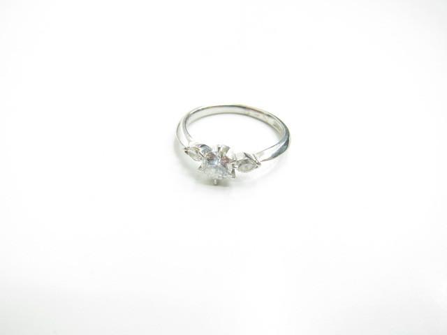 プラチナPt900ダイヤモンドリング4.7gダイヤモンド0.32カラット買取いたしました。