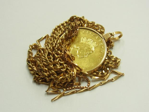 金買取させて頂きました。メイプルリーフ金貨、K18ネックレス、金の買取なら大阪、神戸のブランドラボ