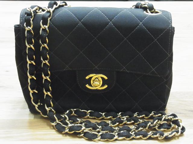 シャネルCHANEL マトラッセチェーンバッグ ポーチ サテン/黒/ゴールド金具買取いたしました。