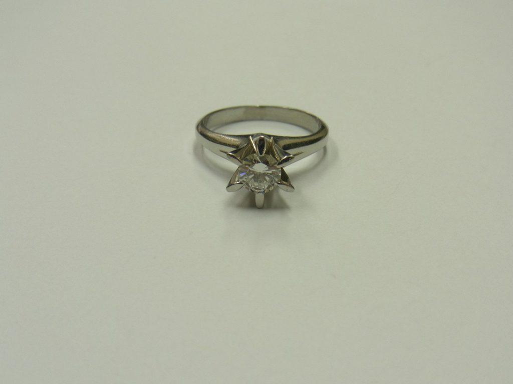 ダイヤモンド 買取 0.5カラット 立て爪リング 鑑定書無し 無料査定