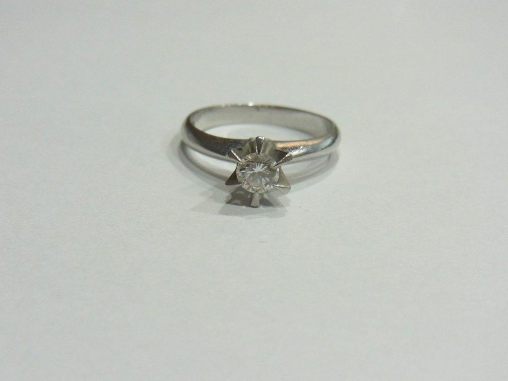 ダイヤモンド 買取 立て爪リング 0.3カラット 鑑定書なし 古い指輪